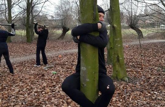 Alsof de boom mij vasthoudt in plaats van andersom